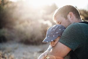 Padri cura dei figli e della casa: strada ancora molto lunga