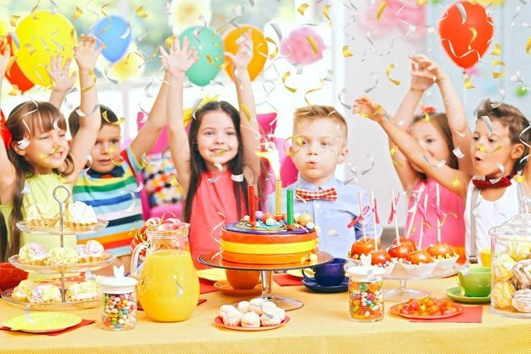 Organizzare una festa di compleanno in casa o al parco