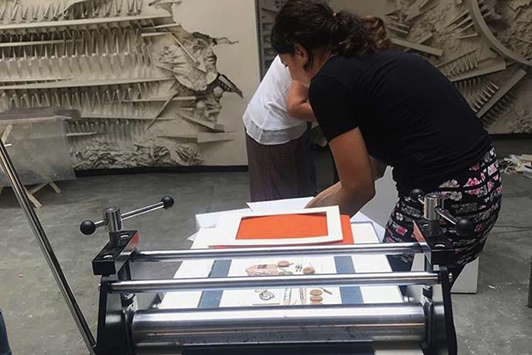 laboratorio-stampa-a-rilievo-bambini-fondazione-arnaldo-pomodoro